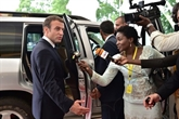 Macron en tournée en Afrique pour moderniser les relations franco-africaines