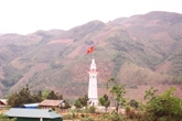 Inauguration du mât du drapeau de Lung Pô