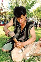 Les statuettes de bois du Tây Nguyên