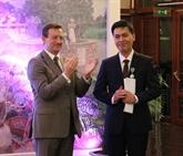 Un Vietnamien fait Chevalier de l'Ordre ministériel français des arts et des lettres