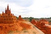 Le premier parc de statues de sable du Vietnam attire de nombreux visiteurs