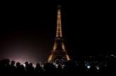 L'Europe et ses monuments plongés dans le noir pour