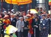L'empereur du Japon Akihito et son épouse Michiko visitent l'ancienne capitale de Huê