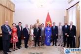 L'Ordre de l'amitié remis à l'ancien chargé d'affaires colombien au Vietnam