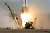 Une fusée Soyouz en route vers l'ISS avec un Russe et un Américain à bord