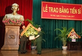 Remise de doctorat à deux généraux cambodgiens