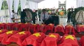 Inhumation des restes des volontaires et experts vietnamiens rapatriés du Laos