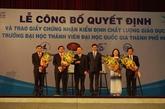Des certificats d'excellence pour les facultés del'Université nationale de Hô Chi Minh-Ville