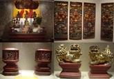 Exposition d'objets en bois laqué et doré à Hanoï