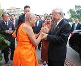 Le secrétaire général du PCV rencontre les bonzes supérieurs Tep Vong et Bukri du Cambodge
