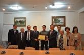 Le vice-président de l'AN rencontre des Vietnamiens résidant en France