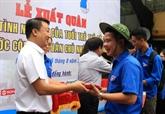 Les jeunes de Hanoï participent aux activités bénévoles au Laos