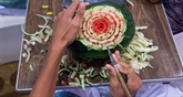 En Thaïlande, la sculpture sur fruits, un art de la minutie