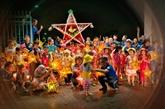 Événement artistique : 500 personnes à «Thu vong nguyêt» au Temple de la Littérature