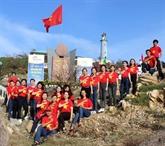 Cérémonie de salut au drapeau national à Phu Yên
