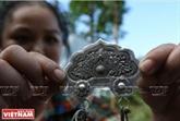 Lorfèvre qui se fait une place dans la montagne de Po Ly Ngai