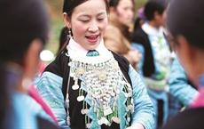 Lélégance des costumes traditionnels des femmes Hmông