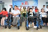 Tây Nguyên : 150 fauteuils roulants aux handicapés de la province de Dak Lak