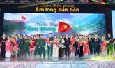 La présidente de l'AN visite des gardes-frontière à Hà Giang