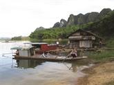 Le soleil se lève sur le village de Ngoi