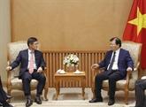 Le vice-PM Trinh Dinh Dung reçoit le directeur général de Samsung Vietnam