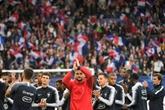 Bleus: Marseillaise, Ola et ambiance de Mondial à Guingamp
