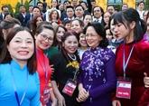 La présidente vietnamienne par interim Dang Thi Ngoc Thinh reçoit des chefs des PME