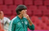 L'Allemagne giflée aux Pays-Bas, Löw sous pression