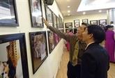 Ouverture de lexposition de photos Amitié et solidarité entre le Vietnam et Cuba