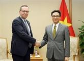Le vice-PM Vu Duc Dam reçoit le ministre finlandais de l'Économie