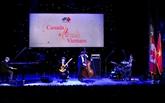 Le groupe B's Bees s'anime lors d'un concert de jazz à Hanoï