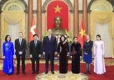 La présidente par intérim du Vietnam reçoit de nouveaux ambassadeurs