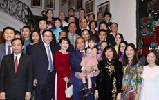 Le Premier ministre rencontre la communauté des Vietnamiens en Belgique
