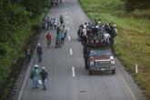 Face à l'avancée des migrants, Trump déploie l'armée à la frontière