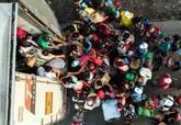 Dans des camions ou à pied, les migrants poursuivent leur périple vers les États-Unis