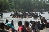 Guatemala: des centaines de migrants se jettent dans le fleuve pour passer au Mexique