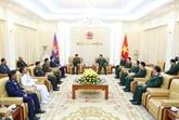 Le commandant en chef de l'Armée royale cambodgienne en visite au Vietnam