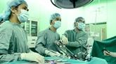 Techniques chirurgicales laparoscopiques au Vietnam