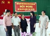 Des dirigeants rencontrent des électeurs dans plusieurs localités