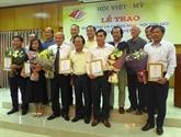 De nouveaux membres adhérent à lAssociation Vietnam - États-Unis