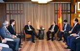 Le PM Nguyên Xuân Phuc reçoit le dirigeant de Sembcorp à Singapour