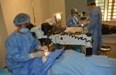 Des médecins vietnamiens au chevet des patients cambodgiens démunis