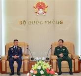 Le commandant de la force aérienne royale thaïlandaise en visite au Vietnam