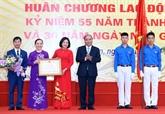Le PM visite l'école Da Phuc à l'occasion de la Journée des enseignants