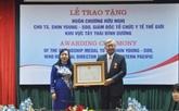 L'Ordre de l'Amitié au directeur régional de l'OMS pour le Pacifique occidental