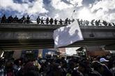Des centaines de migrants manifestent près de la frontière avec les États-Unis
