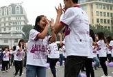 Des milliers de personnes participent à un programme Danser pour la gentillesse