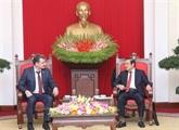 Une délégation du Parti communiste populaire du Kazakhstan au Vietnam
