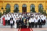 Nguyên Phu Trong félicite les meilleurs étudiants