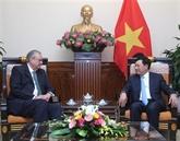 Pham Binh Minh reçoit le président du groupe de vision de l'APEC
